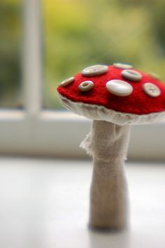toadstool &&& as I said on the other picture, made my whole thing up and am happy with the all felt version  May do something more like this in the future.