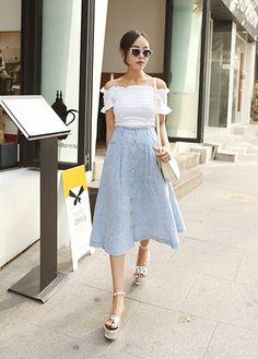 Today's Hot Pick :ロング丈デニムフレアスカート【DARK VICTORY】 http://fashionstylep.com/P0000XDB/khyelyun/out 今年大人気の膝下丈のフレアスカート** ボタンで着脱できるタイプで、ふんわりシルエットが女性らしい印象。 定番のデニム素材なのでコーデに取り入れやすいです。 これからの季節に活躍してくれそうですね♪♪ 身長によって着丈感が異なりますので下記の詳細サイズを参考にしてください。 ◆色:ホワイト/スカイブルー
