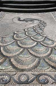 Incredible mosaic for a small garden where it can be appreciated most.