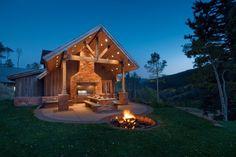 Picknicktisch funktioniert am besten gepaart mit einer Feuerstelle. Sie können sitzen rund um die Grube über der offenen Flamme kochen und nur wenige Schritte Unternehmen, um mit Ihren lieben zu Speisen. Was ist besser, auf einer warmen Sommernacht?
