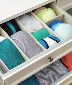 DIY:: 9 Tips for Organizing a Dresser ! Simple tricks for rescuing overstuffed drawers !