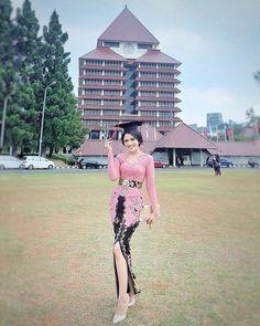 Kebaya Muslim, Kebaya Hijab, Model Dress Kebaya, Model Kebaya Brokat Modern, Model Kebaya Modern Muslim, Kebaya Bali Modern, Kebaya Modern Hijab, Kebaya Lace, Batik Kebaya
