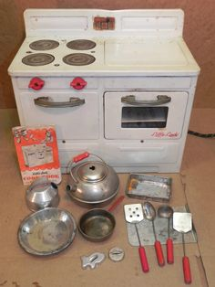 Vintage Empire Toy Little Lady Electric Stove,Kitchen Range/I played with my for years even after the cake mixes were all used up.