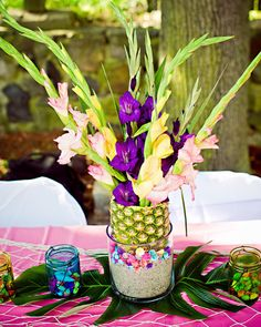 I want to use a pineapple as a vase. Great idea!