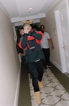 Some Raptors fan . news culture nba streetwear hiphop rap drake sports yeezy supreme lebron lit 2019 lifestyle jordan biggie hashtag nbafinals thesix six raptors finals Drake Wallpapers, Drake Iphone Wallpaper, Rap Wallpaper, Iphone Wallpapers, Drake Views, Estilo Swag, Drake Drizzy, Drake Ovo, Drake Graham