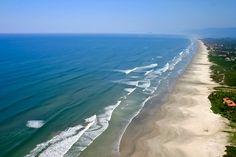 Praia de Guaratuba, em Bertioga. Visite o BrasilGuias