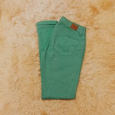 American Eagle Skinny Jeans Great condition Size 0 but can also got a 2 or 27 which is my size 98% cotton 2% spandex Feel free to ask me any questions Thanks for browsing my closet! Happy Poshing American Eagle Outfitters Jeans Skinny