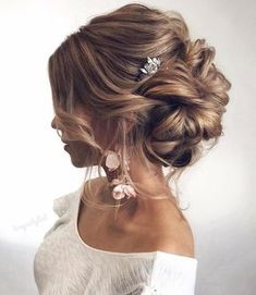 Still searching for the most trendy wedding hairstyles for your big day? Get inspired by these most trendy wedding hairstyles that will leave any bride tressed to impress! We prepared 36 Most Trendy Wedding Hairstyles Inspiration for Bride. Casual Hairstyles, Wedding Hairstyles For Long Hair, Wedding Hair And Makeup, Wedding Updo, Bride Hairstyles, Hair Makeup, Hairstyle Ideas, Hairstyles 2018, Bridesmaid Updo Hairstyles