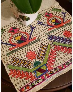 Mutlu pazarlar🙋♀️🌺🏵🌸💕 #hesapişi#köybezi#eldokuma#elnakışı#telkırma #handmade #handmadevintagemarket #needle #handmadefont #handmadevintage #vintage#vintagestyle #vintageshop #ipek#püskül#satılık#sale#embroidery #embroiderymachine #embroideryart #antika#antiques #tutorial #crossstitch #instagood #instagram #instalike #fadhion#fashionblogger #nazokahvecı Wool Embroidery, Cross Stitch Embroidery, Vintage Shop, Blackwork, Quilts, Elsa, Antiques, Barbell, Napkins