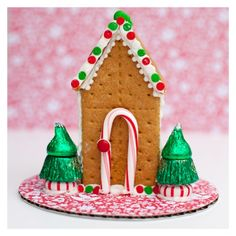 Graham Cracker Gingerbread House (made with small milk carton) Graham Cracker House, Graham Cracker Gingerbread House, Gingerbread House Parties, Christmas Gingerbread House, Gingerbread Houses, Gingerbread Recipes, Gingerbread Decorations, Gingerbread Cookies, 25 Days Of Christmas