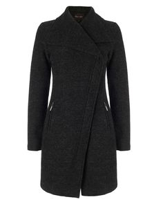 A must-have coat with an asymmetric concealed zip closure, wide lapels and two zip pockets. Fitted for a flattering silhouette.