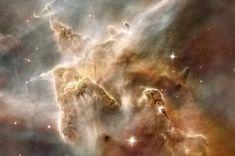 Composées de gaz et de poussières interstellaires, les nébuleuses jouent un rôle clé dans la formation des étoiles. Prenant d'impressionnantes formes et couleurs, la NASA a capturé les plus belles grâce à ses télescopes.
