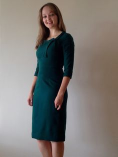 Diary of a Chain Stitcher: Bottle Green Wool Sew Over It Joan Dress Sew Over It Patterns, Sewing Patterns, Sewing Ideas, Sewing Projects, Vintage Wardrobe, Retro Pattern, Green Wool, Couture, V Neck Dress