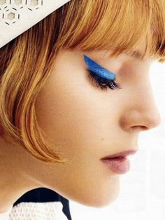 Colored Eyeliner Styles of 2014 with Sleek Eau La La liner Dramatic Eyeliner, Blue Eyeliner, Makeup Trends, Pretty Makeup, Makeup Looks, Eye Makeup, Hair Makeup, Fringe Haircut, Extreme Makeup