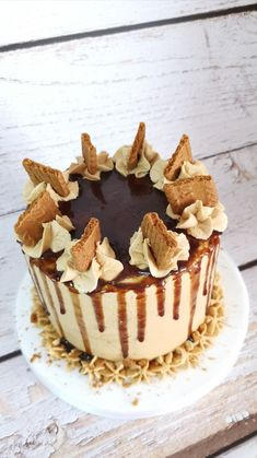 Vegan caramel cinnamon cake with Lotus Biscoff spread buttercream, vegan caramel drip and Lotus biscuits. Lotus Biscuits, Biscoff Cake, Biscoff Spread, Lotus Biscoff, Best Buttercream, Vegan Caramel, Cinnamon Cake, Easy Baking Recipes, Cake Makers