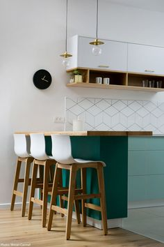 Photographs: Shiran Carmel Planing and interior design of 110sqm apartment in Ramat Hasharon. The style chosen is Scandinavian, combined with a colorful mint-green and turquoise color scheme that corresponds to the surrounding vegetation. Vario...