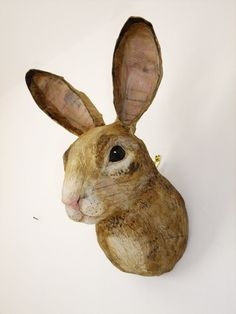 I would love to make a papier macho bear head with boys for their room Mrs Cheese: emily warren - papier mache creatures Paper Mache Projects, Paper Mache Clay, Paper Mache Crafts, Paper Mache Sculpture, Art Projects, Sculpture Projects, Reno Animal, Paper Mache Animals, Rabbit Head