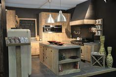keuken in gebruikt steigerhout super schoon en mooie afgewerkt