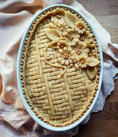 This would be great on top of a meat pie (chicken pot pie) Just Desserts, Delicious Desserts, Yummy Food, Pie Dessert, Dessert Recipes, Beautiful Pie Crusts, Pie Crust Designs, Pie Decoration, Pies Art