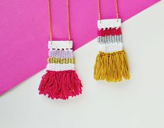 Weaving is time-consuming and not everyone's cup of tea. But it doesn't hurt to create a mini woven necklace and proudly wear it, does it? Diy Jewelry Projects, Jewelry Making Tutorials, Diy Projects, Diy Gifts To Make, Crafts To Make, Kids Crafts, Diy Stockings, Diy Mode, Diy Schmuck