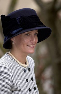 Sophie, Countess Of Wessex. I love this hat.