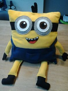 Surprise minion kussen