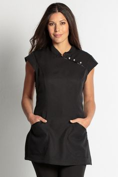 Estola de Comercio y Estética en color negro Salon Uniform, Spa Uniform, Work Fashion, Fashion Outfits, Fashion Trends, Beauty Uniforms, Medical Design, Girls Uniforms, Kimono