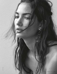 Wearing her hair in messy waves, Lily Aldridge is a natural beauty for ELLE Magazine Italy December 2016 issue