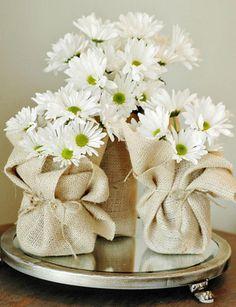 daisies and burlap, so pretty