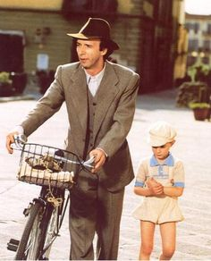 Life is Beautiful: Roberto Benigni and Giorgio Cantarini. What a movie on so many levels. I fell in love with Roberto Benigni's heart in a big way. Disney Marvel, Series Movies, Film Movie, Movie Scene, Movies Showing, Movies And Tv Shows, Be With You Movie, Movie Shots, Film Books