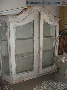 oud vitrinekastje
