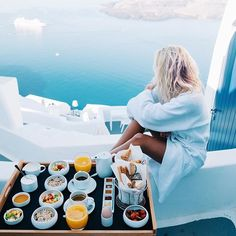 Woke up in Santorini ✧☼ to breakfast with a view at @chromatahotel snapchat: elsas_wslife for more adventures