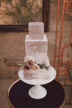 Desert inspired wedding cake Amazing Wedding Cakes, Amazing Cakes, Wedding Cake Designs, Cake Wedding, Wedding Cookies, Party Wedding, Wedding Gowns, Silver Cake, Wedding Cake Inspiration