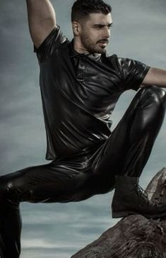 Rave Outfits Men, Leather Fashion, Mens Fashion, Latex Men, Mens Leather Pants, Leder Outfits, Athletic Men, Sexy Men, Sexy Guys