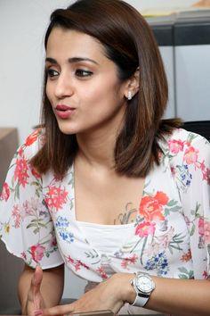 Beautiful Girl In India, Most Beautiful Indian Actress, Beautiful Actresses, Gorgeous Women, Trisha Actress, Old Actress, Beauty Full Girl, Cute Beauty, Trisha Photos