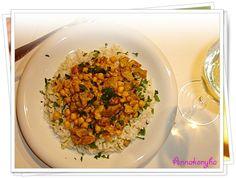 Hozzávalók : 80 dkg csirkemellfilé, 1 fej vöröshagyma, olaj, 1 ek currypaszta vagy 2 ek curry fűszerkeverék, 1 tk őrölt római kömény, 3 gerezd...