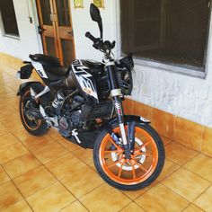 KTM Duke 200 Black with Orange Wheel