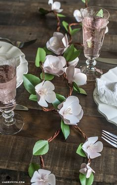 Ramas y flores de papel decorativas