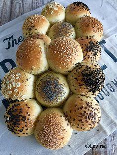 Witte broodjes met semolina - Levine
