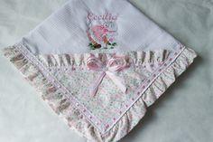 Manta confeccionada em pique, forrada com tecido 100%algodão.