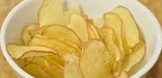 Chips is heerlijk heel veel Nederlanders eten het dagelijks. Toch is chips behoorlijk vet omdat het wordt gefrituurd. Gelukkig is er ook een manier om gezonde chips te maken! Het is eigenlijk erg eenvoudig om te maken. Het enige wat je nodig zijn aardappelen, olijfolie en wat zout en peper. Daarna even in de magnetron …