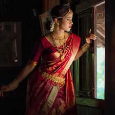 29 ideas for south indian bridal saree red Bridal Sarees South Indian, South Indian Bridal Jewellery, Indian Bridal Outfits, Indian Bridal Wear, Bridal Wedding Dresses, Bridal Jewelry, Wedding Outfits, Saree Wedding, Bridal Shoes