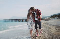 beaches + couples= cutest pictures ever :)
