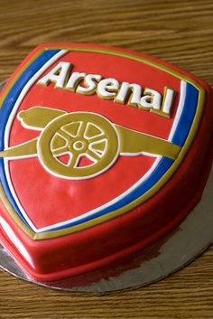 Arsenal Birthday Cake by Bake Inc. Football Themed Cakes, Football Birthday Cake, Soccer Birthday Parties, Birthday Cakes, Arsenal Fc, Arsenal Stadium, Arsenal Shirt, Arsenal Players, Pastries