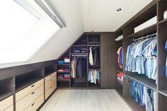 Penderie, dressing, tiroir, faites le plein d'idées astucieuses pour bien organiser vos vêtements dans un espace sous pente !