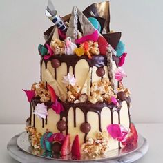 """""""Today's birthday gal loves Milky Bar so we made her this Hero Cake. Shards of Milky Bar, Cookies and Cream, Malteasers, salted caramel popcorn,…"""" Crazy Cakes, Crazy Wedding Cakes, Fancy Cakes, Gorgeous Cakes, Pretty Cakes, Cute Cakes, Amazing Cakes, Fondant Cakes, Cupcake Cakes"""