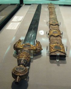 Jinete Sword of Boabdil (Muhammad XII) Last Nasarid Emir of Granada c. 1400 Spain x Swords And Daggers, Knives And Swords, Medieval Weapons, Grenade, History Images, Sultan, Arm Armor, Fantasy Weapons, Ancient Artifacts