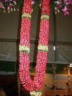 Garland Wedding Garlands, Flower Garland Wedding, Wedding Stage Decorations, Flower Garlands, Wedding Flowers, Wedding Entrance, Entrance Decor, Rose Flower Wallpaper, Choli Dress