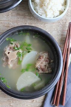 Oxtail soup (kkori gomtang) is a traditional Korean soup made with oxtails. Perfect on a cold night! This recipe takes some time to make, but it's so worth it! Korean Soup Recipes, Oxtail Recipes, Asian Recipes, Beef Recipes, Cooking Recipes, Curry Recipes, Bone Soup, Asian Soup, Gourmet