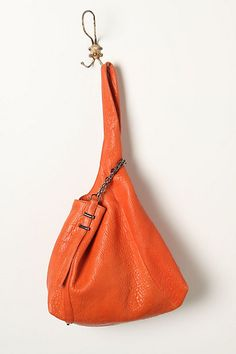 I love the shape and design of this bag, and I think it would be lovely even without the side zipper.